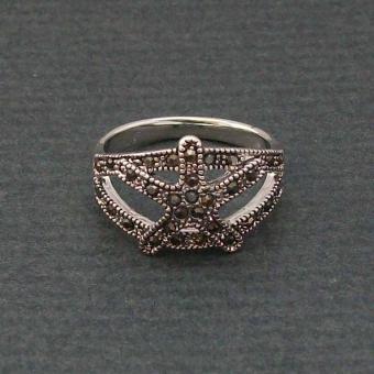 http://www.bijouxdecamille.com/1005-thickbox/bague-etoile-de-mer-en-metal-argente-et-strass-noirs.jpg