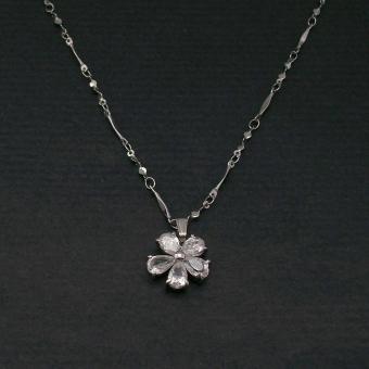 http://www.bijouxdecamille.com/1071-thickbox/collier-fleur-eclatante-en-metal-et-zirconium.jpg