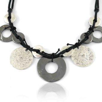 http://www.bijouxdecamille.com/10769-thickbox/collier-ikita-ethnies-en-metal-argente-sur-corde.jpg