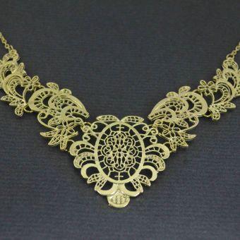 http://www.bijouxdecamille.com/10974-thickbox/collier-lacework-en-metal-dore.jpg
