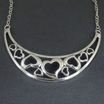 http://www.bijouxdecamille.com/10977-thickbox/collier-fantaisie-lot-of-love-en-metal-argente.jpg
