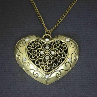 http://www.bijouxdecamille.com/11001-thickbox/collier-fantaisie-big-love-en-metal-dore-et-strass.jpg
