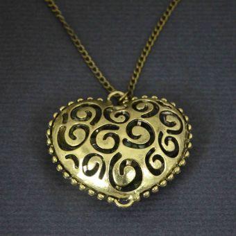 http://www.bijouxdecamille.com/11003-thickbox/collier-tourbillon-d-amour-en-metal-dore.jpg