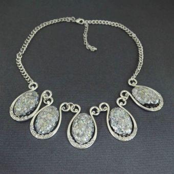 http://www.bijouxdecamille.com/11037-thickbox/collier-fantaisie-gemme-en-metal-argente-strass-et-resine.jpg