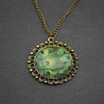 http://www.bijouxdecamille.com/11172-thickbox/collier-fantaisie-gran-ma-paon-en-metal-dore-vieilli-et-resine.jpg