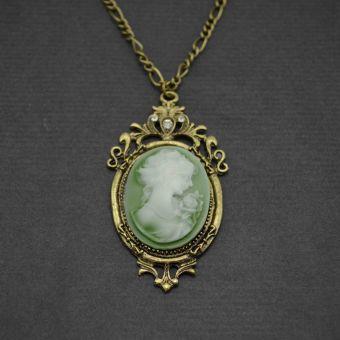 http://www.bijouxdecamille.com/11188-thickbox/collier-camee-baroque-en-metal-dore-vieilli-strass-et-resine.jpg