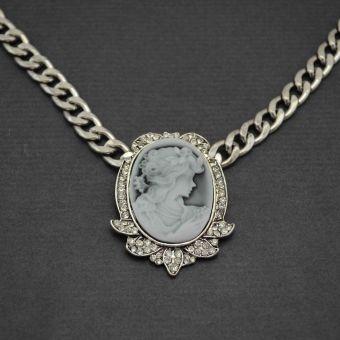 http://www.bijouxdecamille.com/11197-thickbox/collier-fantaisie-camee-shine-en-metal-argente-strass-et-resine.jpg