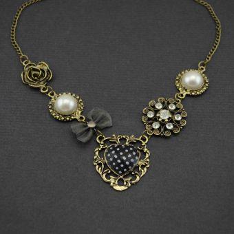 http://www.bijouxdecamille.com/11205-thickbox/collier-secret-en-metal-dore-vieilli-strass-tissu-resine-et-perle-de-synthese.jpg