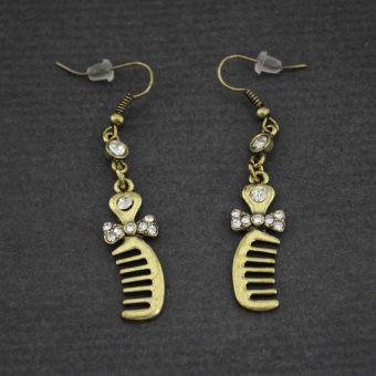http://www.bijouxdecamille.com/12293-thickbox/boucles-d-oreilles-fantaisie-peignes-en-metal-et-strass.jpg