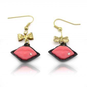http://www.bijouxdecamille.com/12491-thickbox/boucles-d-oreilles-fantaisie-bouche-d-amour-en-metal-dore-strass-et-resine.jpg