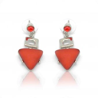 http://www.bijouxdecamille.com/12566-thickbox/boucles-d-oreilles-ikita-triangle-rouge-en-metal-argente-resine-et-strass.jpg