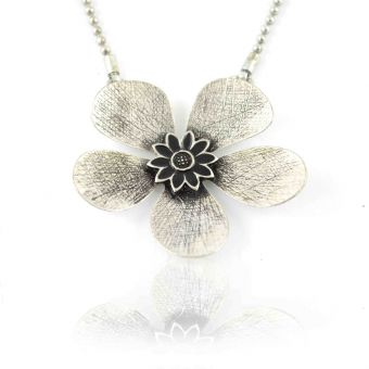 http://www.bijouxdecamille.com/12605-thickbox/collierikita-fleur-metalisee-en-metal-argente.jpg