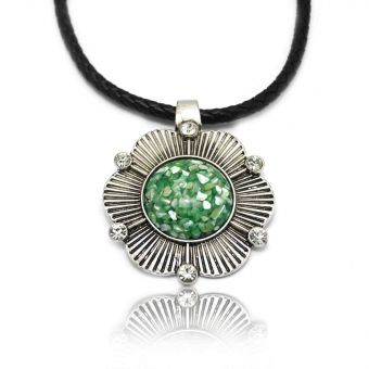 http://www.bijouxdecamille.com/13583-thickbox/collier-totem-en-metal-argente-strass-et-resine-sur-cordon-en-cuir.jpg