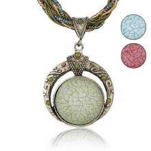 """Collier """"Katmandou"""" en métal doré vieilli, perles de rocailles, strass et cordon"""