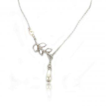http://www.bijouxdecamille.com/13884-thickbox/collier-nature-perle-en-metal-argente-et-perles-de-synthese.jpg