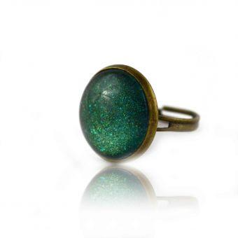 http://www.bijouxdecamille.com/14855-thickbox/bague-glitter-emeraude-en-metal-dore-vieilli-et-cabochon.jpg