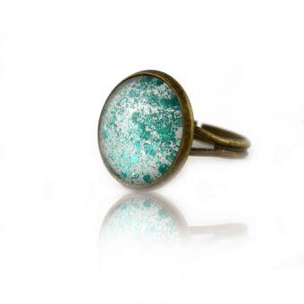 http://www.bijouxdecamille.com/14863-thickbox/bague-glitter-summer-turquoise-en-metal-dore-vieilli-et-cabochon.jpg