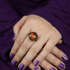"""Bague """"Glitter - Dragonne"""" en métal doré vieilli et cabochon à reflets"""