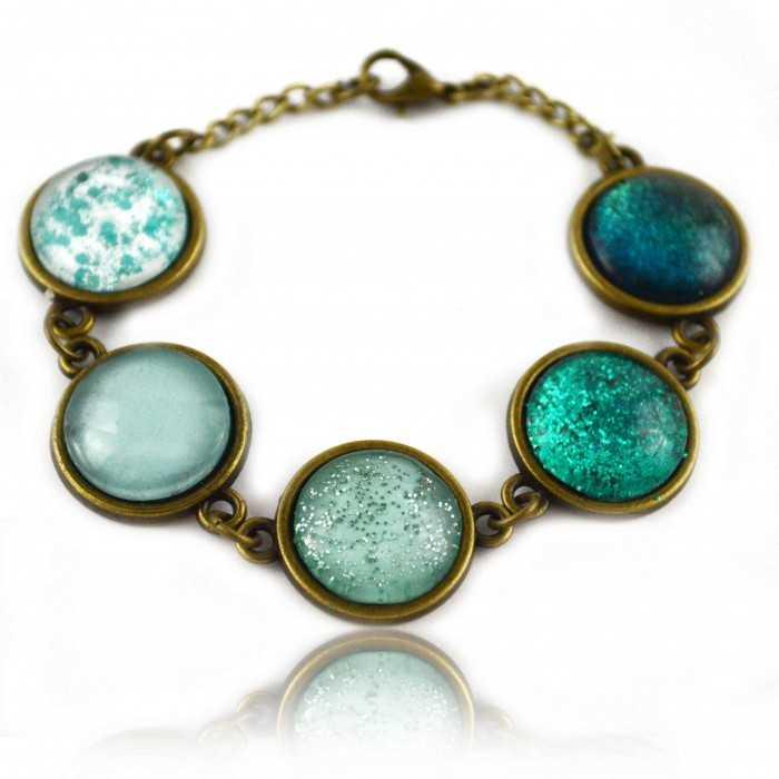 """Bracelet """"Glitter  Summer Aquatic"""" en métal doré vieilli et cabochons multiples"""