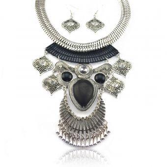 http://www.bijouxdecamille.com/15104-thickbox/parure-tribal-style-polymnie-en-metal-argente-vieilli-et-resine.jpg