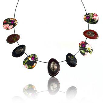 http://www.bijouxdecamille.com/15389-thickbox/collier-ikita-printemps-en-metal-argente-resine-et-strass-sur-cable.jpg