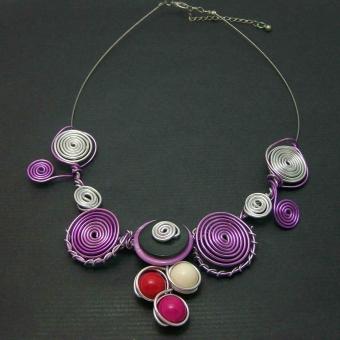 http://www.bijouxdecamille.com/1832-thickbox/collier-farandole-printanier-en-aluminium-acrylique-et-nacre.jpg