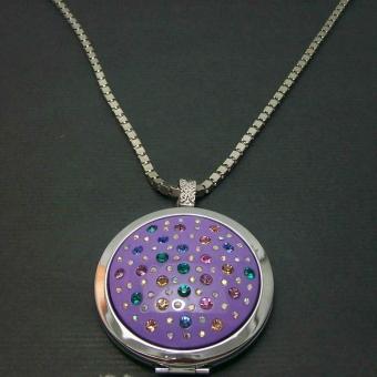 http://www.bijouxdecamille.com/1868-thickbox/collier-boite-de-pandore-en-metal-argente-resine-et-strass.jpg