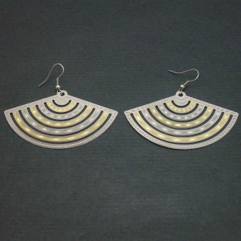 http://www.bijouxdecamille.com/1984-thickbox/boucles-d-oreilles-melpomene-en-metal-dore-et-argente.jpg