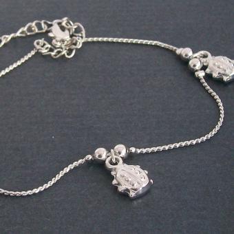 http://www.bijouxdecamille.com/2267-thickbox/bracelet-de-cheville-coccinelle-en-metal-argente.jpg