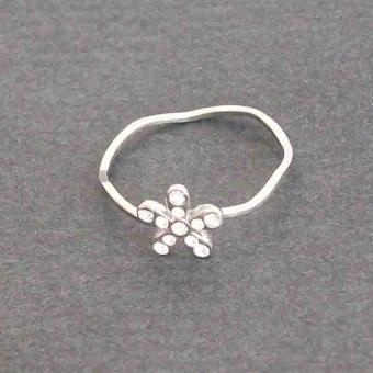 http://www.bijouxdecamille.com/2867-thickbox/bague-fantaisie-little-margarita-en-metal-argente-et-strass-blanc.jpg
