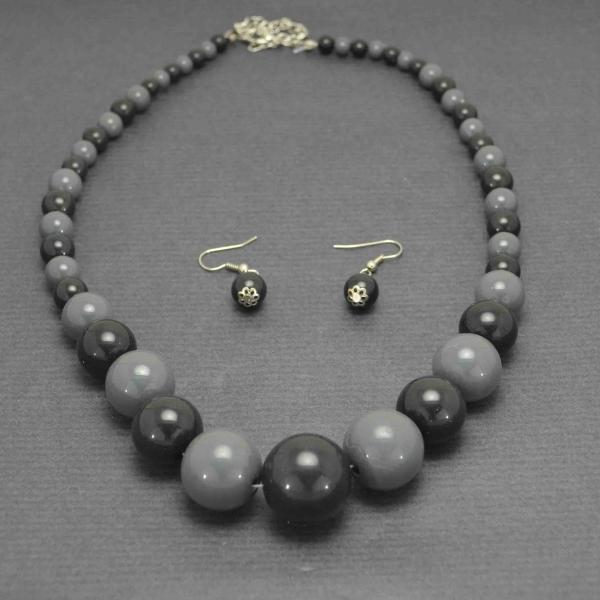 parure bicolore en perle de pierre. Black Bedroom Furniture Sets. Home Design Ideas