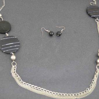 http://www.bijouxdecamille.com/4194-thickbox/parure-sautoir-palet-en-metal-argente-et-resine.jpg