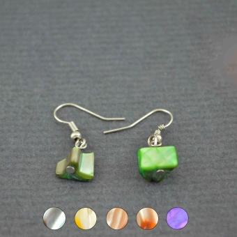 http://www.bijouxdecamille.com/5040-thickbox/boucles-d-oreilles-fantaisie-simple-shell-en-nacre.jpg