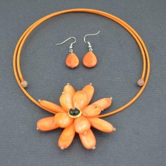 http://www.bijouxdecamille.com/5241-thickbox/parure-fantaisie-big-flower-en-resine-sur-cable-perle-rigide.jpg
