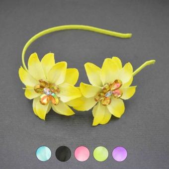 http://www.bijouxdecamille.com/5368-thickbox/serre-tete-tissu-de-fleurs-en-tissu-et-strass.jpg