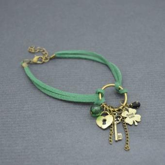 http://www.bijouxdecamille.com/5743-thickbox/bracelet-de-cheville-luck-en-breloques-dorees-sur-cordons.jpg