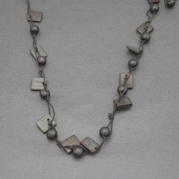 collier fantaisie africa 1 en perles de bois. Black Bedroom Furniture Sets. Home Design Ideas