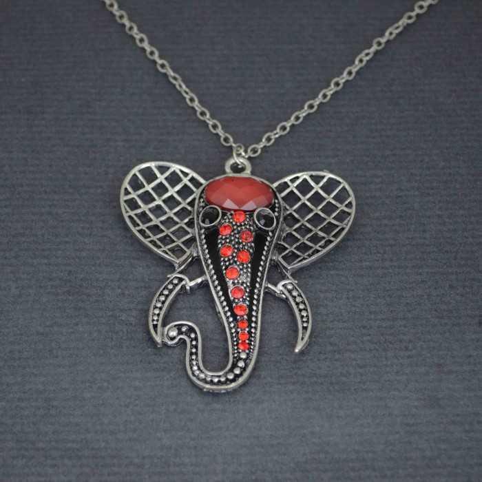 """Collier fantaisie """"Un éléphant, ça trompe énormément..."""" en métal, résine et strass"""