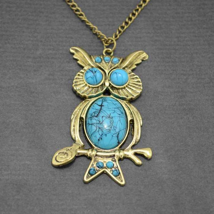 """Collier """"Très Grand Duc"""" en métal doré et turquoise de synthèse"""