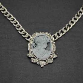 """Collier fantaisie """"Camée - Shine"""" en métal argenté, strass et résine"""