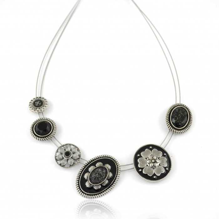 """Collier """"Ikita - Post"""" en métal, émail et strass, sur câbles"""