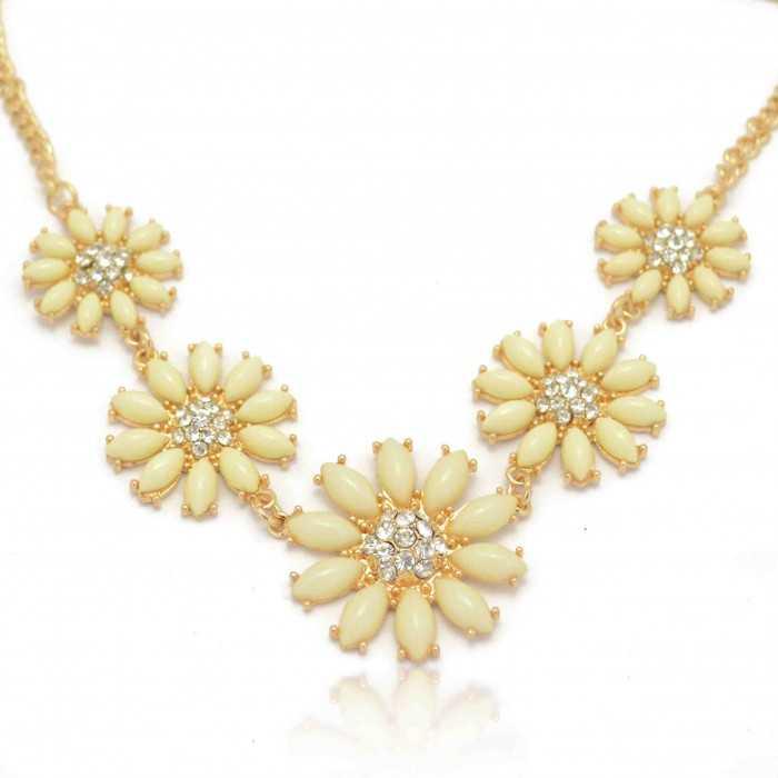 """Collier """"Fresh Flower"""" en métal doré et résine"""