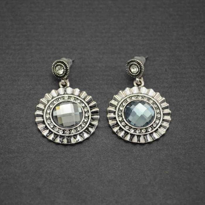 """Boucles d'oreilles fantaisie """"Crystal Shield"""" en métal argenté et strass"""