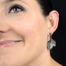 """Boucles d'oreilles fantaisie """"Ikita - Legend"""" en métal argenté, strass et nacre"""