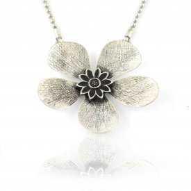 """Collier""""Ikita - Fleur métalisée"""" en métal argenté"""