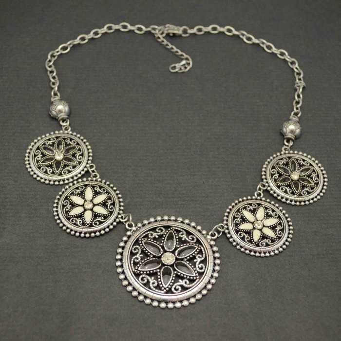 """Collier """"Yucatan"""" en métal argenté"""
