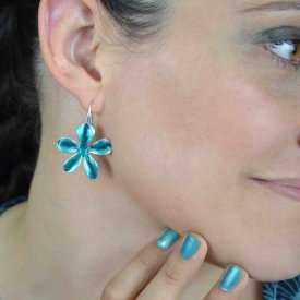 """Boucles d'oreilles """"Ikita - Vanilla"""" en métal argenté et émail pailleté"""