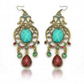 """Boucles d'oreilles orientales """"Sissane"""" en métal doré, résine et strass"""