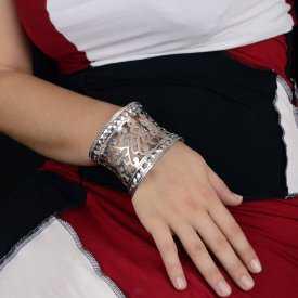 """Bracelet-manchette """"Sculpture"""" en métal"""
