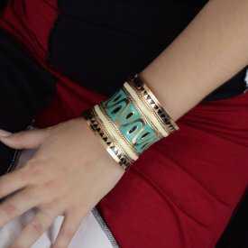 """Bracelet-manchette """"Aztèque"""" en métal doré peint"""